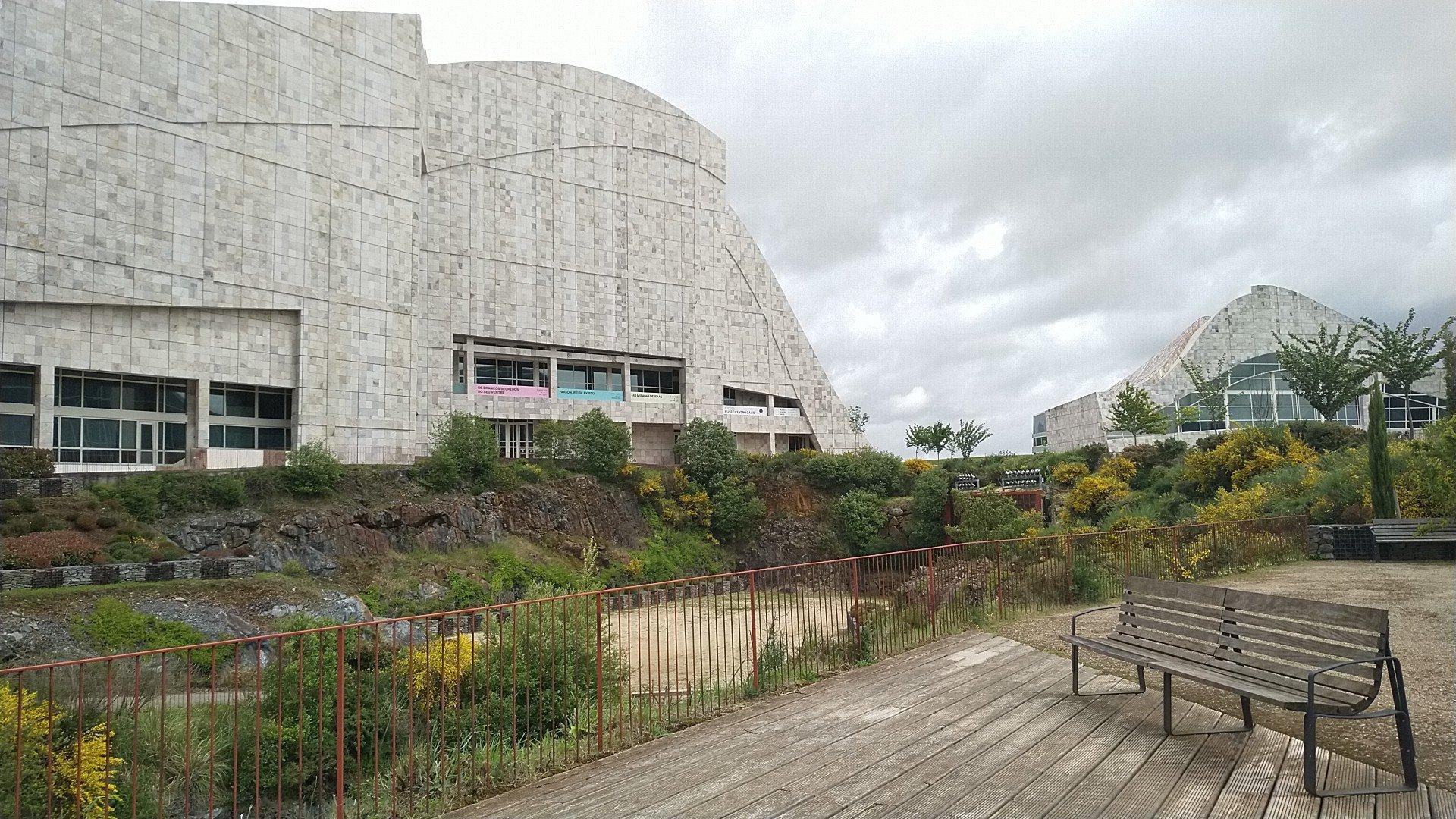 foto dun edificio da Cidade da cultura